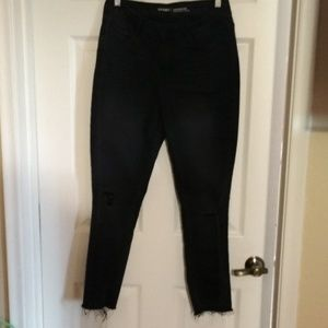 GUC OLD NAVY 6 FACTORY DISTRESSED BLACK JEANS